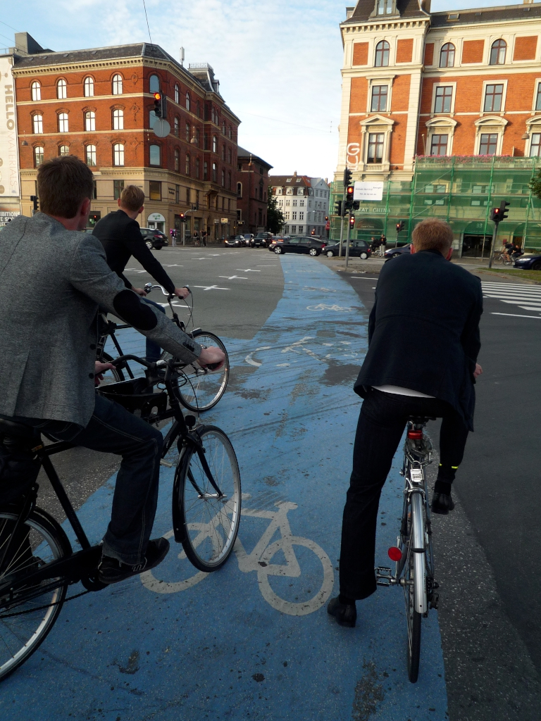 blauer Fahrradweg Kopenhagen
