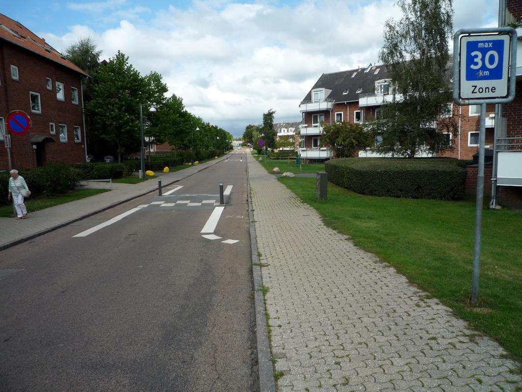 Geschwindigkeitsreduktion mit Aussparung für Radler
