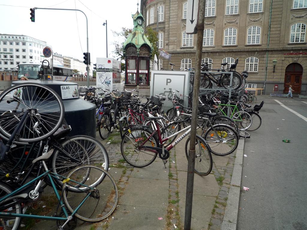 grosser Fahrradparkplatz Kopenhagen